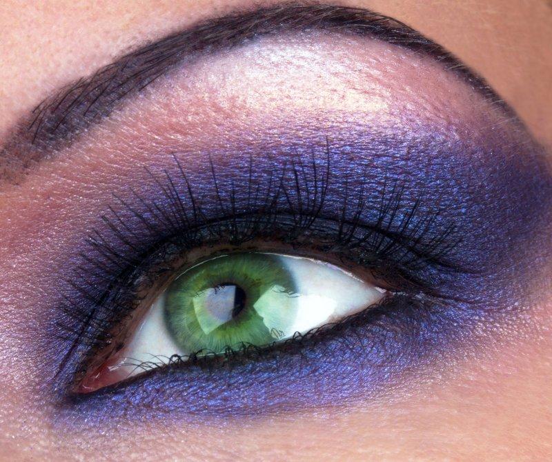 Die Augen für Alltag und Party schminken